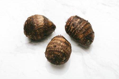 里芋の皮に白い綿のようなカビが?これって食べても大丈夫なの?